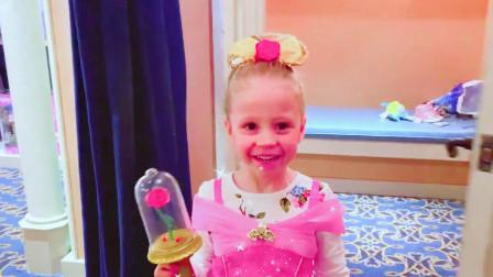 可爱萝莉:爸爸带小萝莉去买公主裙,犹豫再三,最终买了一条蓝色的公主裙,穿上真的就是美丽的小公主