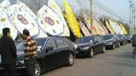 赵本山背景有多大?看看他父亲的葬礼现场
