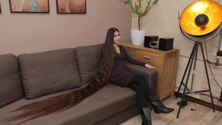 女孩靠着一头长发,年入百万,洗一次头需要一瓶洗发水