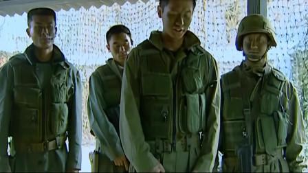 士兵突击:许三多被接回基地!队长在坐着!他只能蹲在墙角!