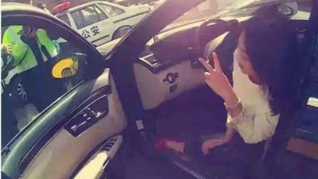 路虎女司机酒驾被查,拒不开门,惹怒交警直接破窗强势拽出,被拘留!