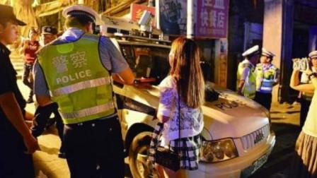 女司机酒驾被查,下车撒娇痛哭,直接往交警怀里钻,结果被交警一语道破!