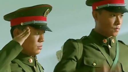 士兵突击:同宿舍的首长竟然有这装备,脱个鞋子就能打电话,厉害了_0