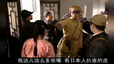 姑娘落入到鬼子太君手里,手下的汉奸看不下去了,一枪要了他的命