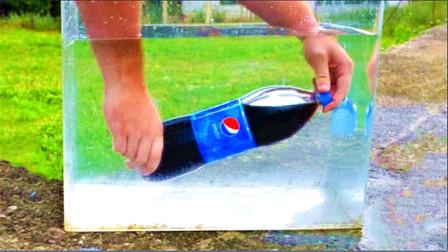 将一瓶可乐放在水中打开会怎样效果?外国小哥亲测,结果现象很美