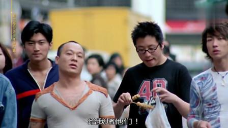 B老大测试陈浩南的胆量,不料他出手竟这么狠,小混混表示很无辜