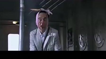 汉奸本想救鬼子太君,不料一不小心烧到太君,太搞笑了