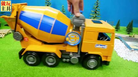 救护车和消防车玩具,很有趣的故事
