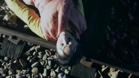 女孩落到了土匪手里,被放出来后,清白被毁