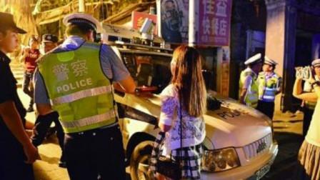 女司机酒驾被带走,闺蜜可不干了,不断叫嚣打交警,谁知被交警辣椒水伺候!
