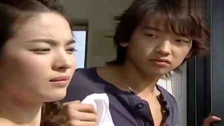 《浪漫满屋》李英宰: 我们一起打扫很好玩吧! 韩智恩: 那你一个人打扫个够