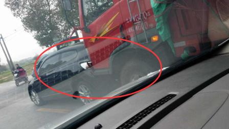 豪车高速挑衅大货车,多次变道别车,谁知被货车狂追5公里,直接撞飞!