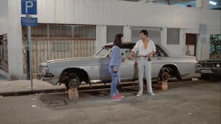 男子发现车子损坏,不料老板回来检查,小伙这样机智瞒过!