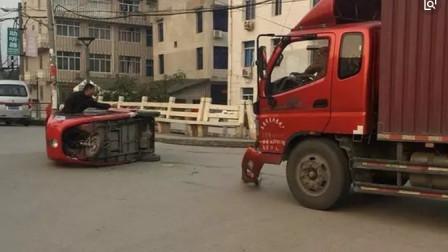 女司机强行加塞货车没让,狂追5公里别车报复,货车司机可不惯着你!