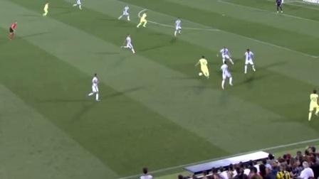 梅西一时失误,这球就被黄队队员截走了