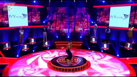越南奇葩综艺视频第58集,老娘们这样的出场姿势吓到评委!
