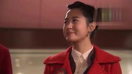 我的女孩:薛功灿和珠裕琳一起散步,在公司附近就忍不住牵手,太甜了