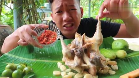 吃播:越南吃货小哥试吃大蒜炖鸡,蘸上新鲜的辣酱,吃起来贼香!