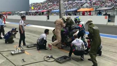 """都看过F1赛车换胎,那你看过摩托车赛换胎吗?这也太""""快""""了"""