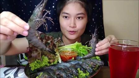吃播:泰国吃货小妹试吃罗氏虾刺身,配上新鲜的芹菜,吃得超过瘾!