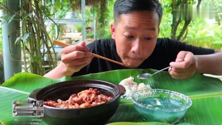 吃播:越南吃货小哥试吃越式砂锅焗牛板筋,吃起来特别有嚼头!
