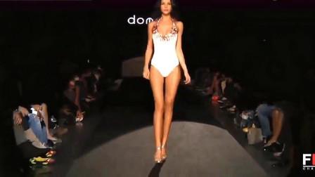白色时尚连体衣,修身的设计,真是让人心动