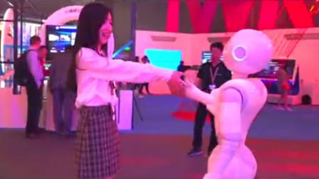 探秘 | 2019中国移动全球合作伙伴大会,云端智能机器人太抢眼!