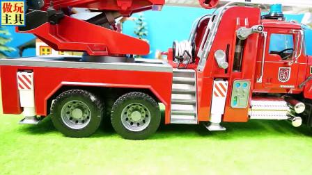 大卡车在运输迷你挖掘机