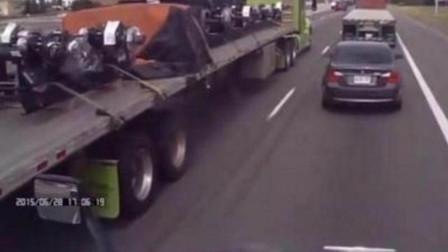 宝马高速斗气,恶意别大货车,故意占道不走,不料数辆货车包围,赶紧认怂