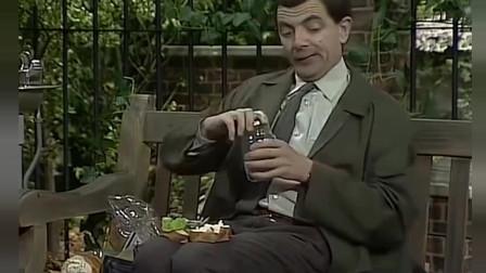 憨豆先生跟人学做汉堡,这也太搞笑了,笑出鼻涕来!