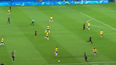 黄队小伙接到球被多人包夹倒地 球被对方抢截