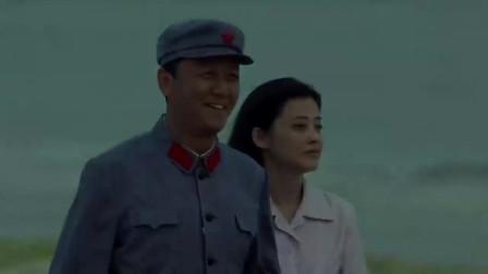 父母爱情:德福太可爱,海边和安杰手挽手一起走,中年爱情也甜!