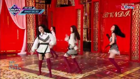 红色长筒靴配上5cm皮裙,热舞起来这谁顶得住?
