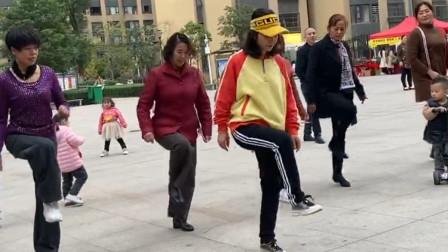 最近霸屏的鬼步舞,时尚动感,一共2步,老师现场教学