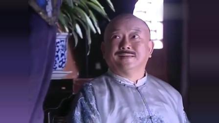 纪晓岚:和珅为了不出差故意烫坏脚,不料皇上赏赐一根拐杖,脚白疼了