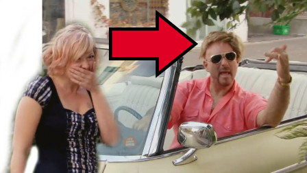国外小伙开车撩妹,头套被树枝挂掉也浑然不知,美女大笑!