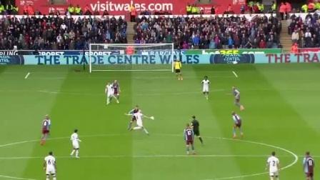红队十七号侧踢射门,对方守门员被队友拦住走不开