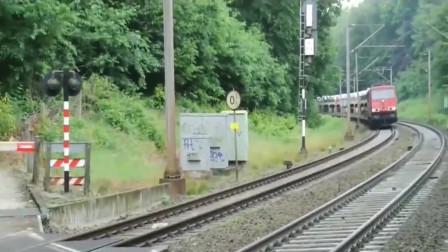 从没见过跑得这么慢的火车,看完车厢我明白了!