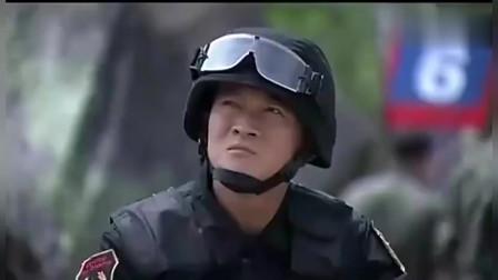 火蓝刀锋:美女首长马尔斯量绝技,镇住外国兵