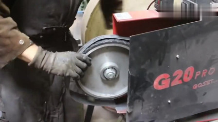 牛人裁了一截钢铁,看他如何制作一个精美剑格,技术真的太牛了!