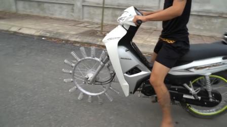 最奇葩的改装,用16根弹簧当摩托车前轮,效果会如何