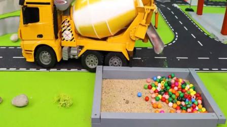 趣味益智玩具 推土机被卡车撞进泥坑工程车拖车来救援