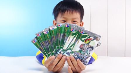 粉丝说铠甲勇士的卡片也好玩?开10包试一下