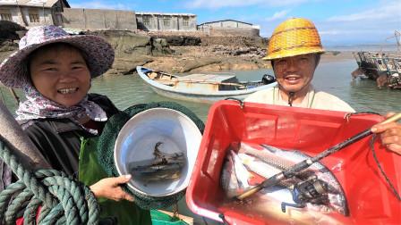 泰叔出海收白网,拉起的鱼还带出一条几米长的宝贝,泰叔说不行了
