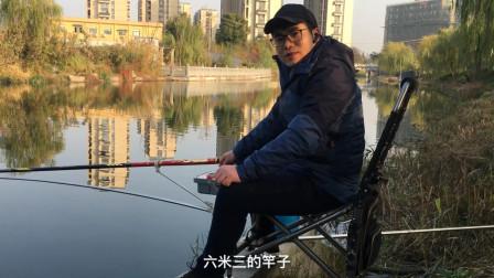 河边老大哥用了三根竿子,台钓传统钓都没钓到鱼,小伙还是下竿了