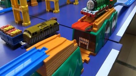 趣味玩具 拼装搭建托马斯小火车隧道桥彩虹桥盘山铁路