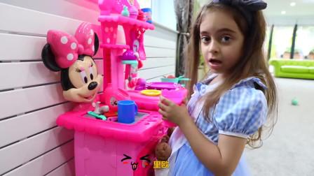 萌娃小可爱真是爱干净,讲卫生呢!小家伙把家里打扫的干干净净、一尘不染!