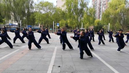 12月6日经纬太极队学练龙身蛇形太极拳