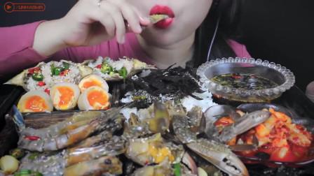 最诱人的吃播:生蟹、生虾、生鸡蛋,酱油腌制