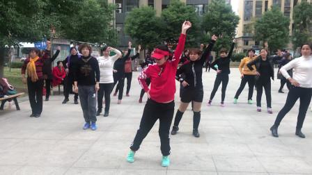 基础懒人《摆跨舞》教学,舞步动感,老师标准动作详细教